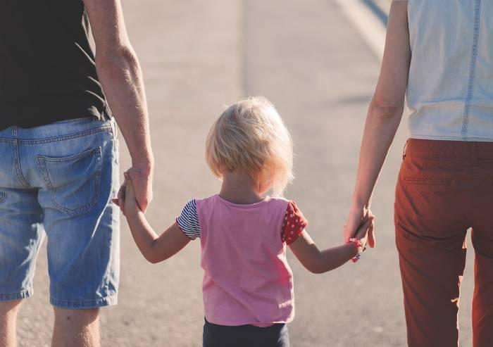 Orrore Reggio, bimbi hanno diritto ad avere propri genitori. Non altri