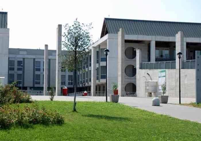 Odissea ospedale di Baggiovara: lasciato due giorni col gesso pieno di urina