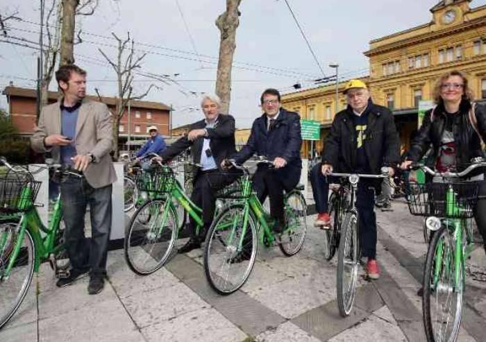 Modena vista dal sellino di una bicicletta: il viaggio è un calvario