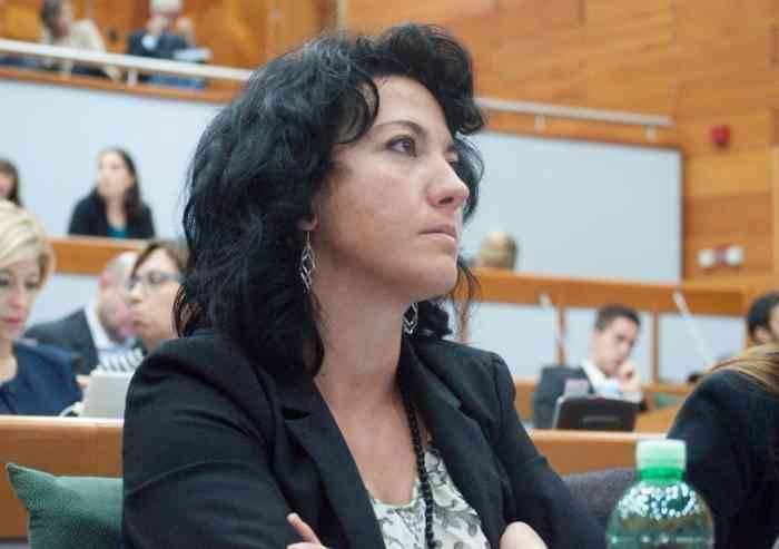 Orrore affidi, Sensoli: 'Precariato nei servizi sociali crea ricatto'