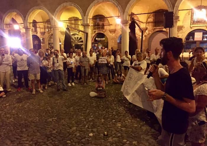 Caso Bibbiano, in 200 sfilano con le fiaccole a Modena