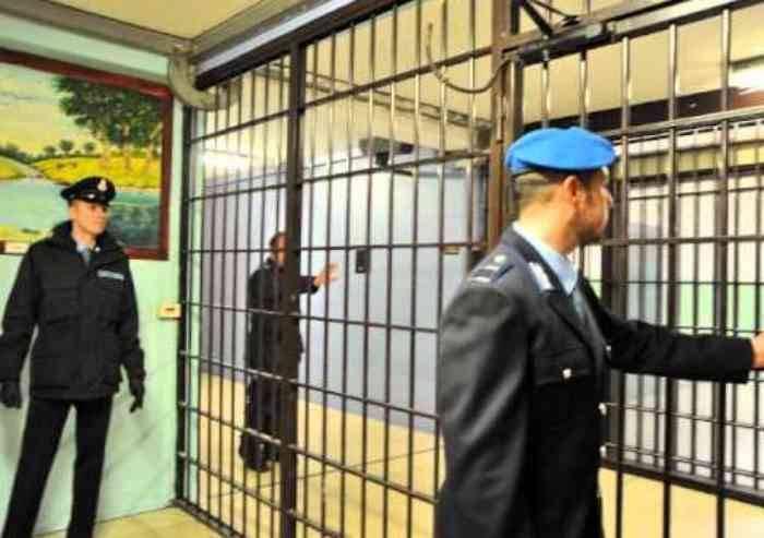 Corinaldo, scena muta per 5 davanti al giudice a Modena
