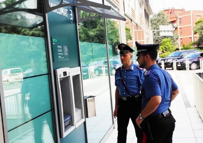Rubano bancomat e prelevano 1400 euro: arrestate due nomadi