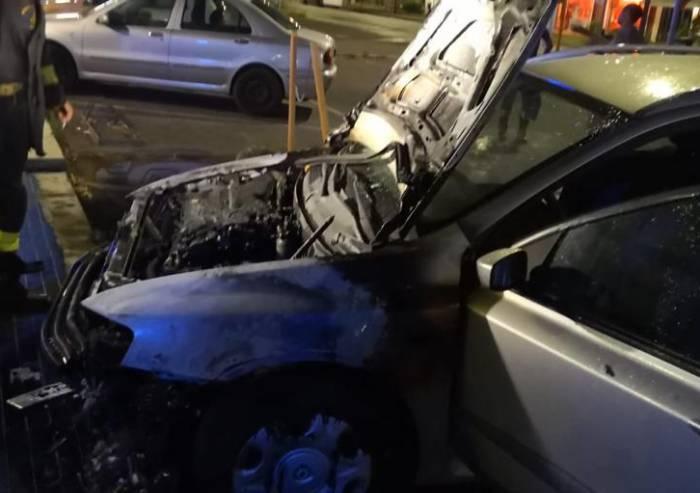 Sassuolo, auto distrutta dalle fiamme: non si esclude il dolo