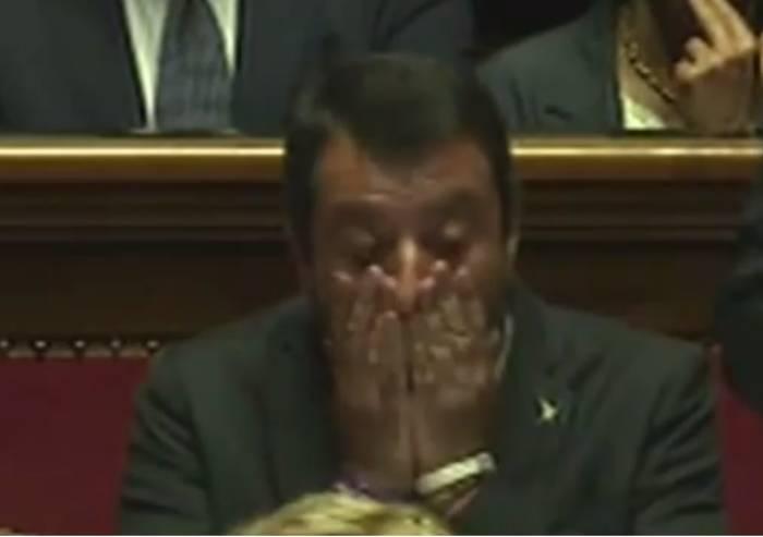 Social danno, social tolgono: ora Salvini è il bersaglio: 'Sei finito'