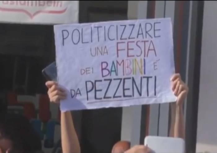 Cartello contro Salvini, ragazza coperta di insulti a Vignola