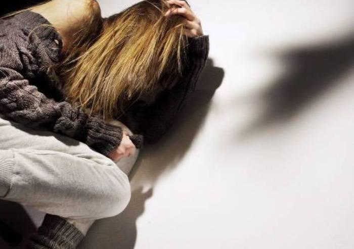 Cinque anni di abusi e violenza: diciottenne denuncia il padre