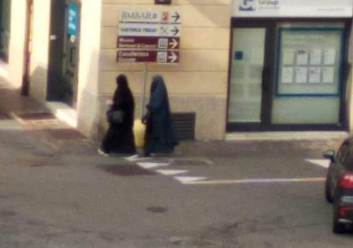 Donne con il niqab a Sassuolo: botta risposta tra Lega e Forza Italia
