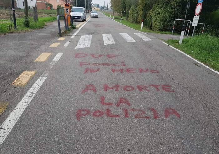Follia a Medolla, scritte deliranti contro i poliziotti uccisi
