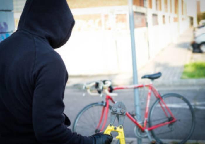 Fermato aspirante ladro di biciclette