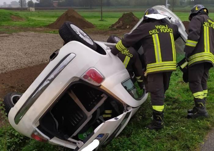Montale, si ribalta con l'auto: muore una 68enne