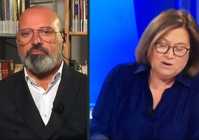 Bonaccini: 'Salvini non governerà'. Sullo sfondo i libri della Fallaci
