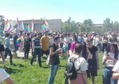 Abusiva vendeva rum al Gay Pride: ..