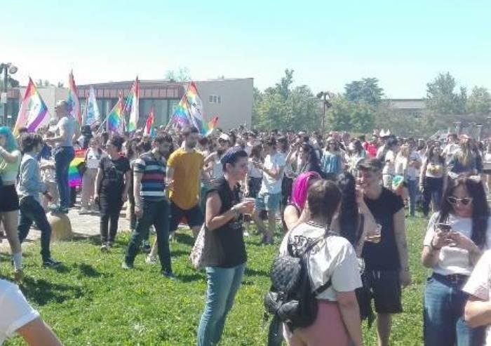 Abusiva vendeva rum al Gay Pride: perde il reddito di cittadinanza