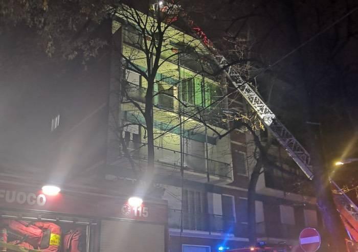 Incendio in via Bellini a Modena: 15 famiglie evacuate