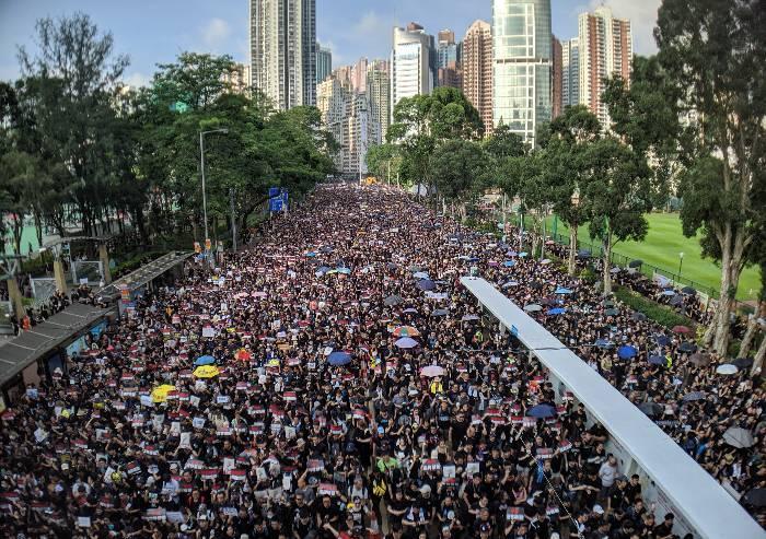 Hong Kong, manifestanti abbandonati a se stessi. Ovviamente
