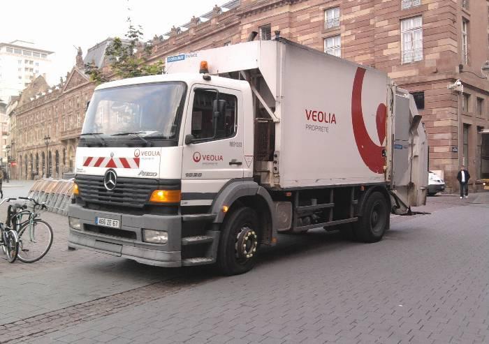 La sinistra contro Bonaccini: 'Tassiamo il trasporto merci su gomma'
