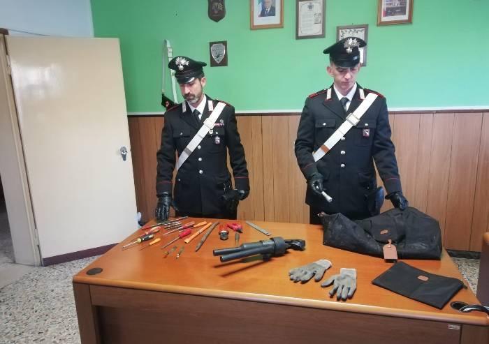 Guiglia, carabinieri sventano furto. Sequestro auto e arnesi da scasso