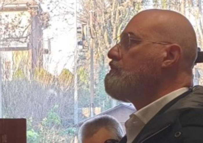 Regionali, da Bonaccini barba e occhiali a goccia come logo campagna