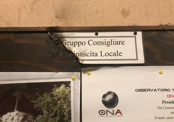 San Cesario, incendiata bacheca dell'opposizione: 'Attacco squadrista'