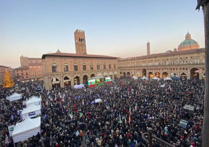 L'appello di Bonaccini funziona: Pd riempie piazza Maggiore a Bologna