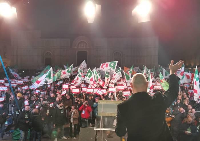 Prova di forza Bonaccini: 10mila in piazza. Sistema Pd ancora in piedi