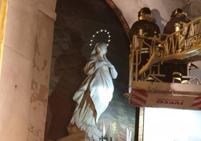 Modena, i vigili del fuoco hanno reso omaggio alla Vergine