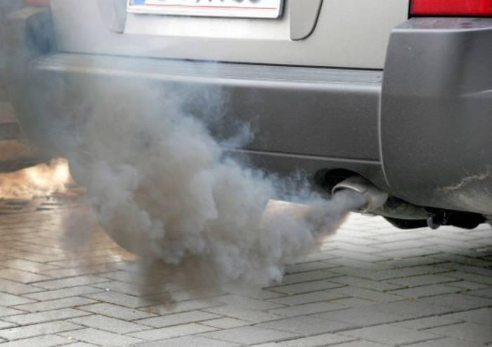 I gas di scarico davanti a scuola e i dati inquinamento in provincia