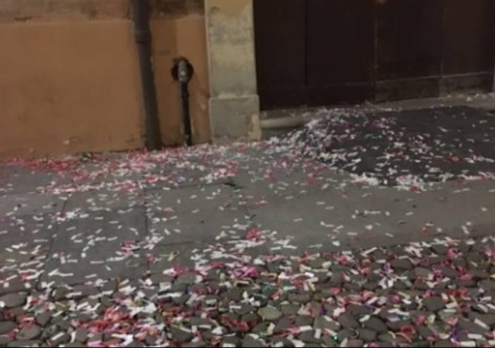 Il problema ambientale di Modena? I coriandoli di laurea sul selciato