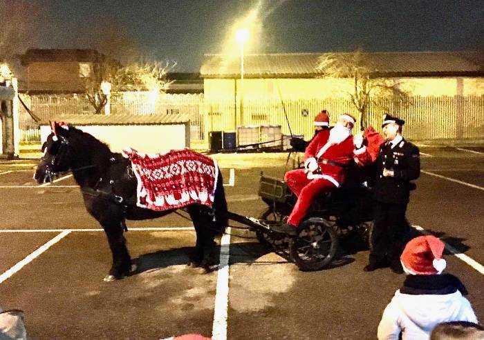 A Modena Babbo Natale si ferma in caserma. Festa per i Carabinieri