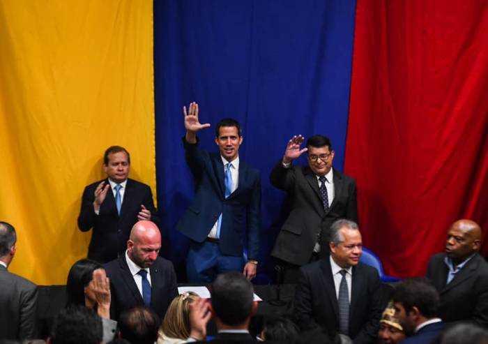 Venezuela si conferma Stato di polizia: i militari occupano il Palazzo