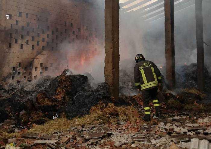 Palagano, fienile distrutto dalle fiamme