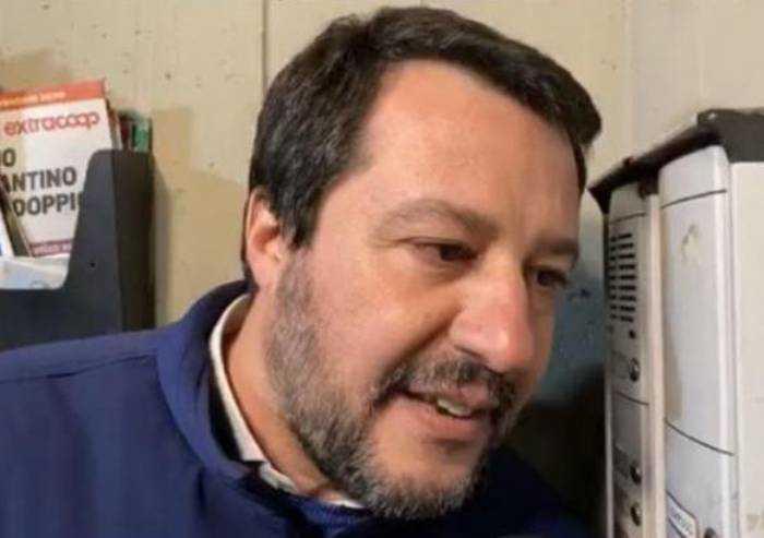 Salvini citofona, la sinistra non capisce: spallata a Bonaccini