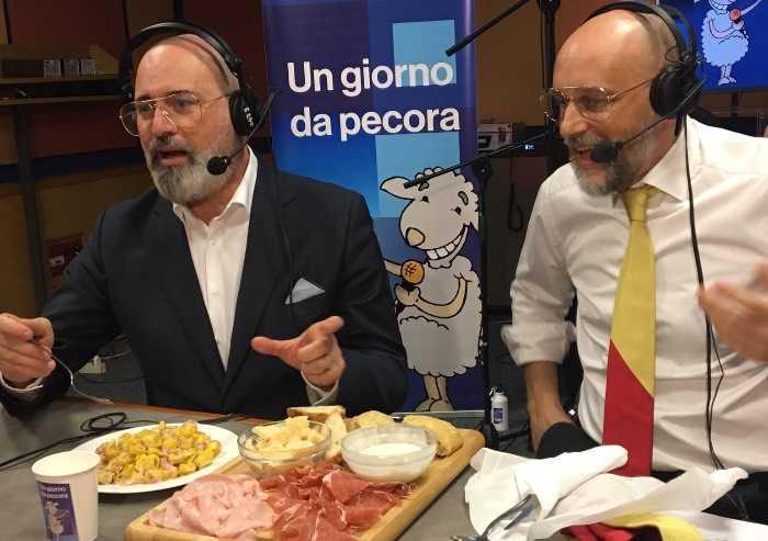 Bonaccini ospite in radio canta Bandiera Rossa e mangia tortellini