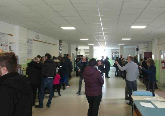 Elezioni, grande affluenza ai seggi: alle 12, a Modena, il 24,3%