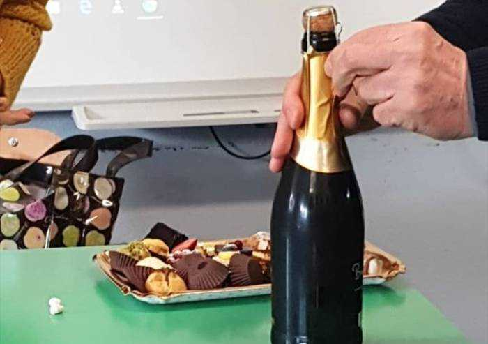 Liceo Muratori Modena, dal prof vino e dolci in classe per Bonaccini