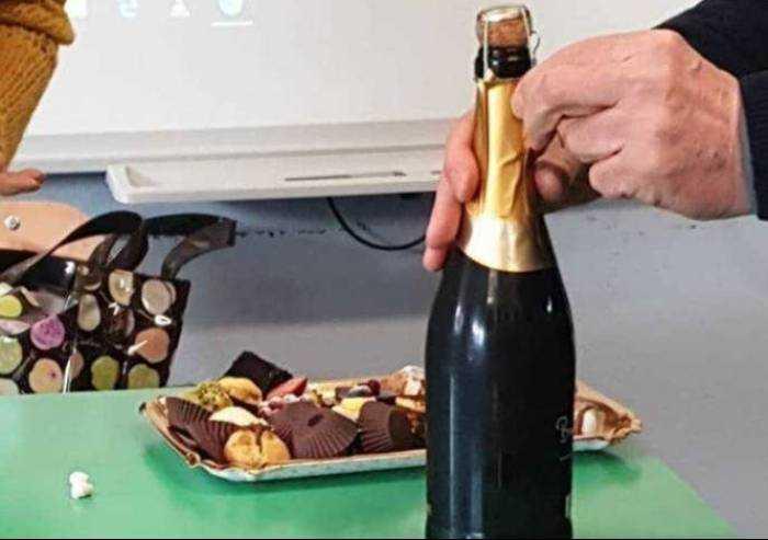 Festa in aula per Bonaccini: ecco l'indottrinamento della sinistra