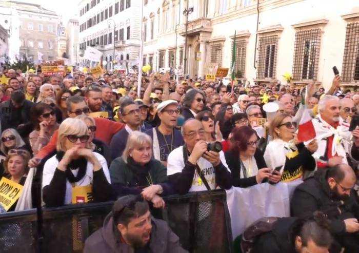 Dal governo alla piazza e ritorno: a Roma il M5S tenta il rilancio