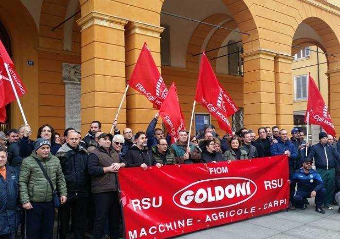 Crisi Goldoni Arbos: lavoratori davanti al municipio di Carpi