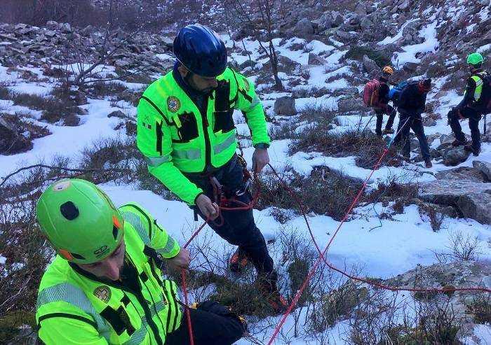 Pievepelago, Soccorso alpino salva due escursionisti