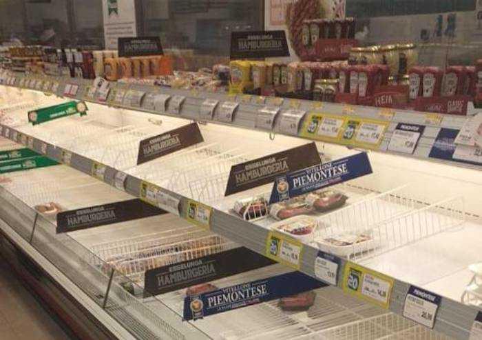 Coronavirus, è panico: diario semiserio di una domenica al market