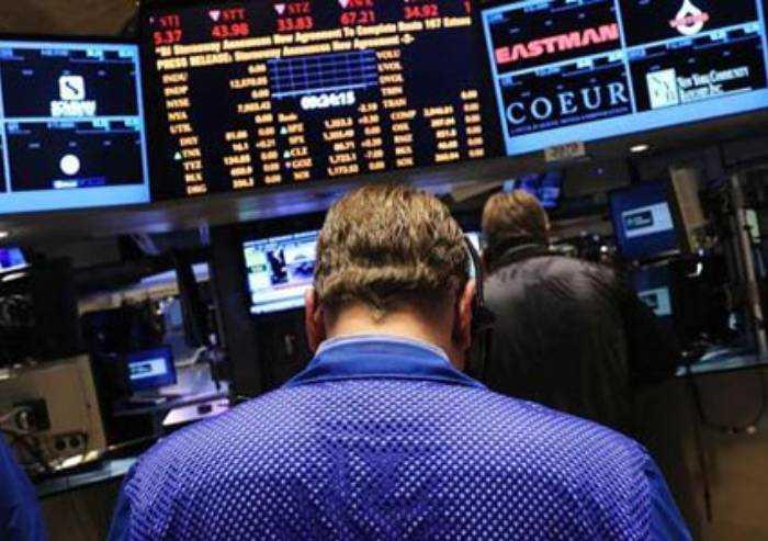 Il Coronavirus terrorizza i mercati: Piazza Affari perde oltre il 4%
