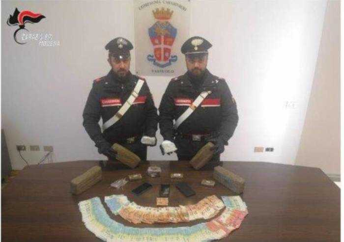 Fermati a Sassuolo con 7 chili di hashish, arrestati due magrebini