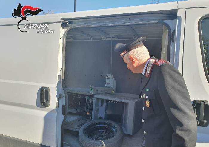 Finale Emilia, trovato furgone con all'interno un bancomat scassinato