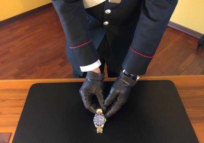 Fa provare orologio da 8000 euro a ballerina night... che se lo tiene