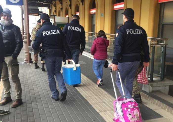 Scende e compra colazione alla figlia, ma il treno riparte: lieto fine