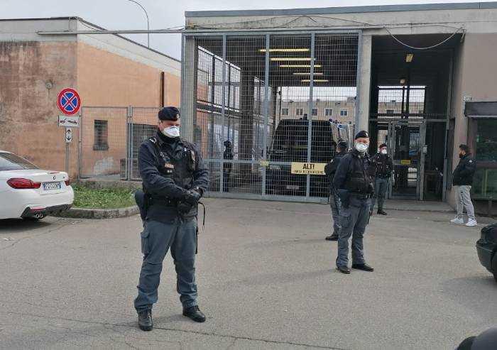 Modena, gli avvocati in visita al carcere devastato e che verrà chiuso