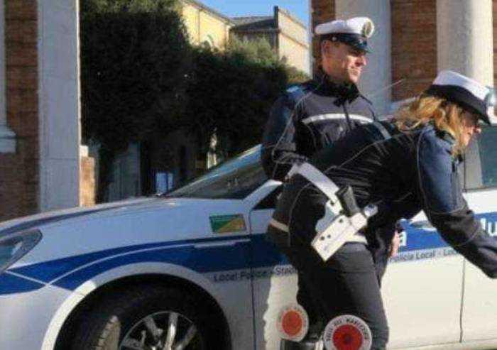 Colto da malore in auto esce di strada: muore 54enne di Finale Emilia