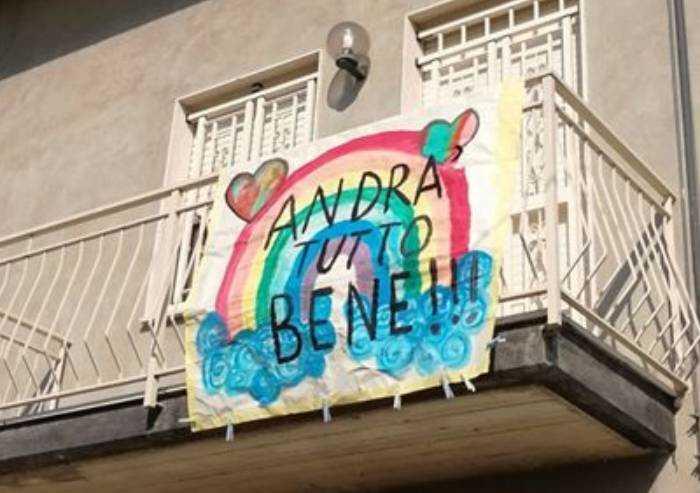 L'ottimismo di Elena contro il coronavirus: l'arcobaleno sul balcone