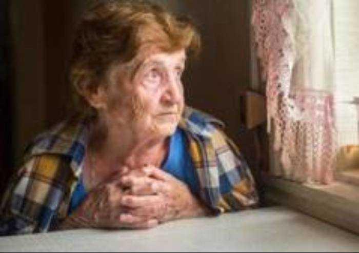 Persone anziane e sole a casa: per aiuto 059 342424